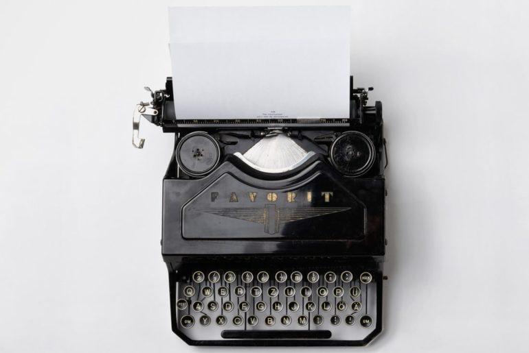 Safaya Writers Typewriter